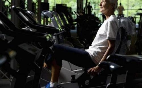 今年送礼不为己,只为父母买健身器材