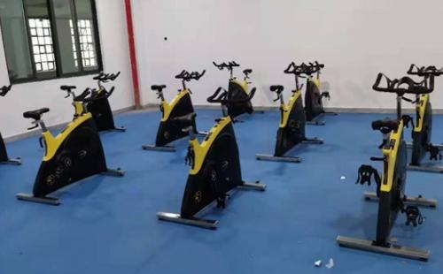贵州怀仁学校健身房